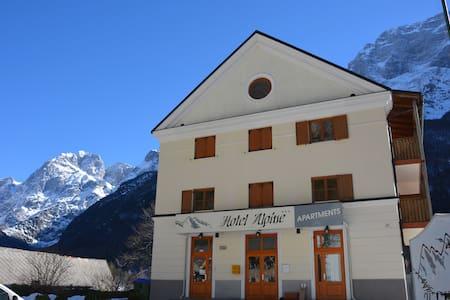 Hotel Alpine, Log pod Mangartom soba 2