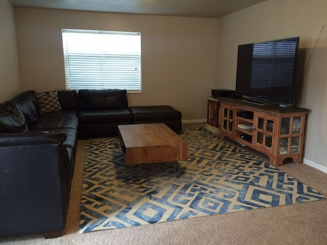 Central Suburban Basement Apartment - West Jordan - Flat