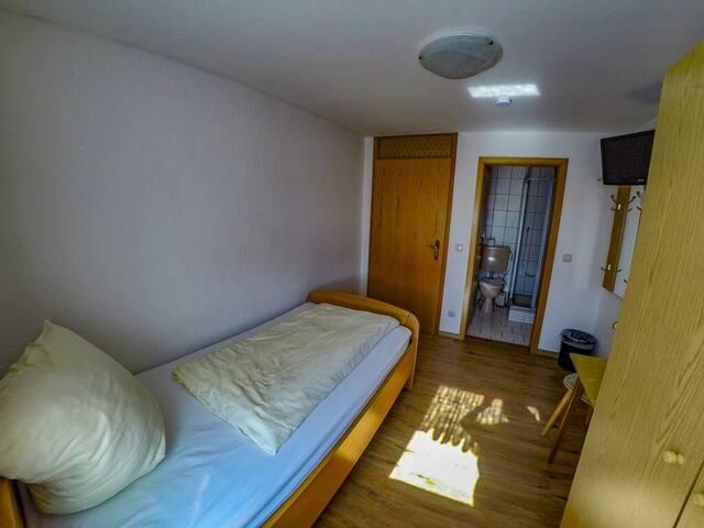 Gasthof-Metzgerei Altmann (Eschlkam), Einzelzimmer mit WLAN