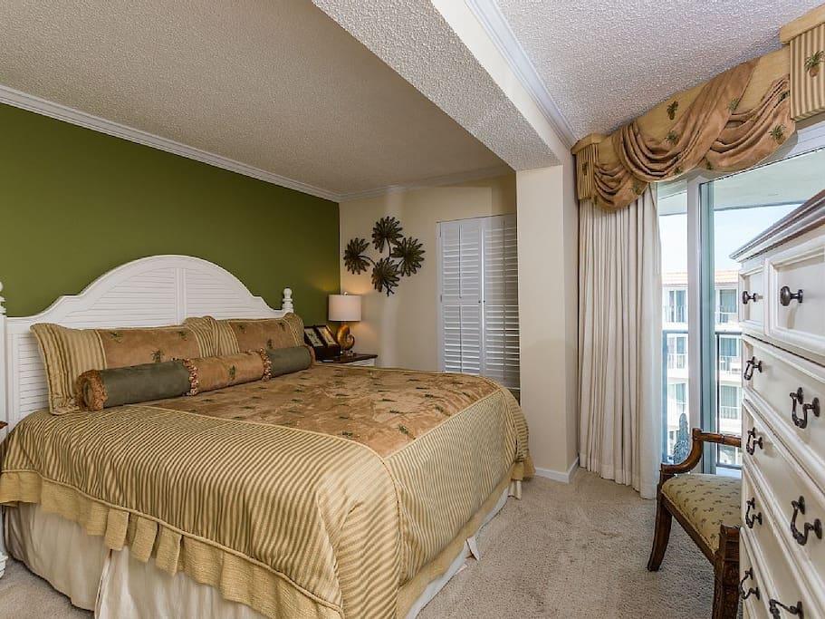 Bedroom,Indoors,Room,Furniture,Chair