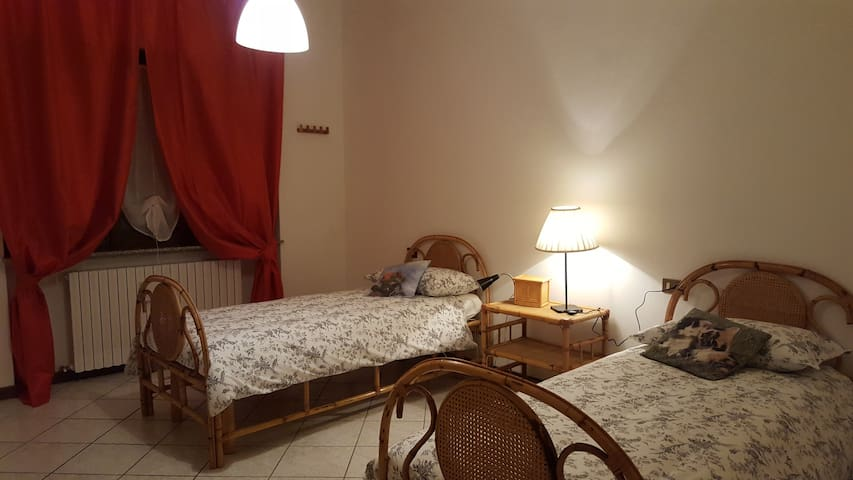 near piacenza's DomusAlquati-Room 2 - Carpaneto Piacentino - อพาร์ทเมนท์