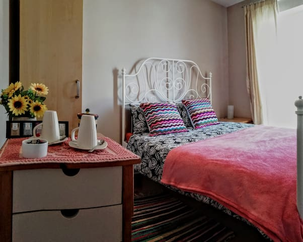 Double bedroom with private bathroom - S'apposentu
