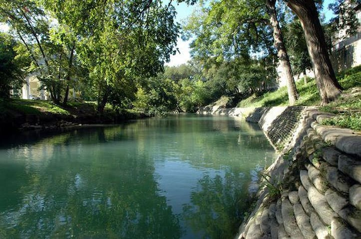 Quaint and Comfy on the Comal