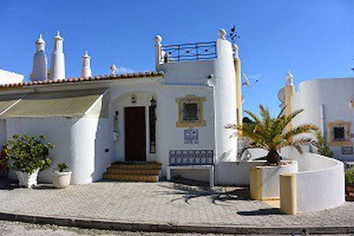 123 Vale do Milho, Beautiful house close to beach - Carvoeiro - Reihenhaus