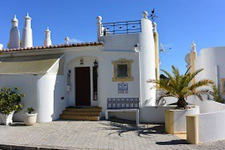 123 Vale do Milho, Beautiful house close to beach - Rekkehus