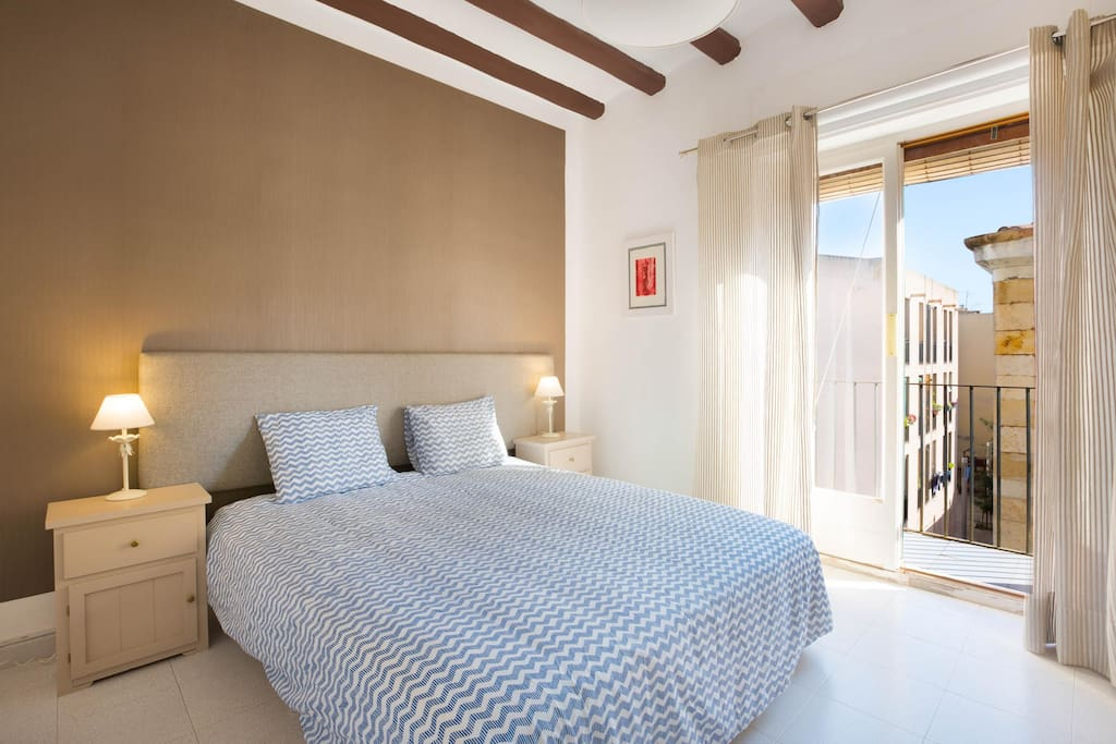 Master bedroom with Balcony, large bed (160cm), luxury mattress (latex)