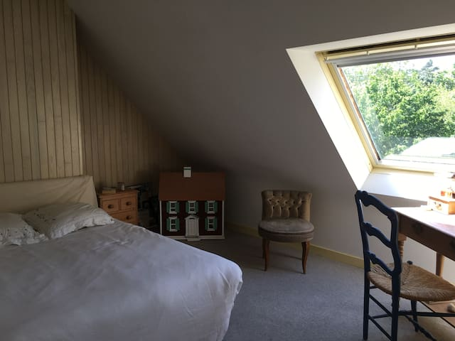 Chambre dans belle villa bretonne