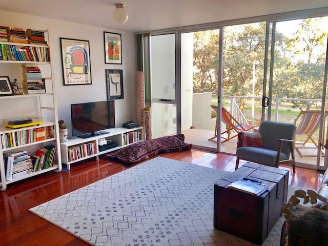 Urban oasis in Canberra - main bedroom & ensuite