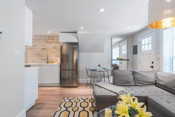 Modern Grand Boulevard Suite