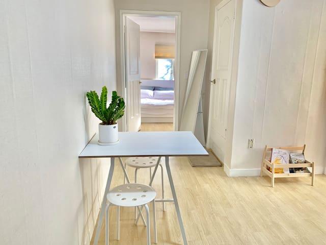 #1 Cozy flat near Hongik Univ Stn.