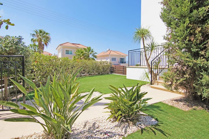 Anette-2 bedroom villa with pool and Jacuzzy