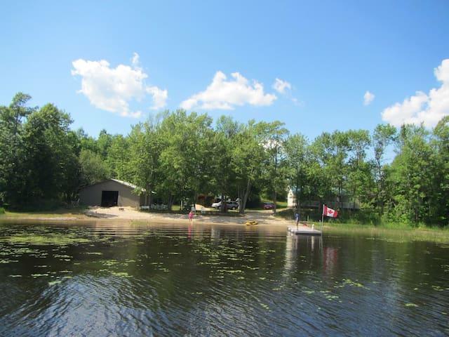 Family cottage on lake Commanda! - Restoule - Houten huisje