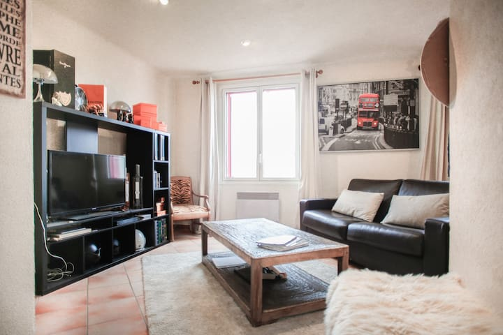 Cozy private room in heart of St Tropez + parking