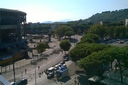 Monolocale luminosissimo e indipendente - Napoli - Pis
