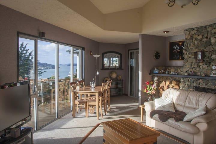 Harbour/City views & 3 Bedrooms with 3 Bathrooms - Dunedin - Bed & Breakfast