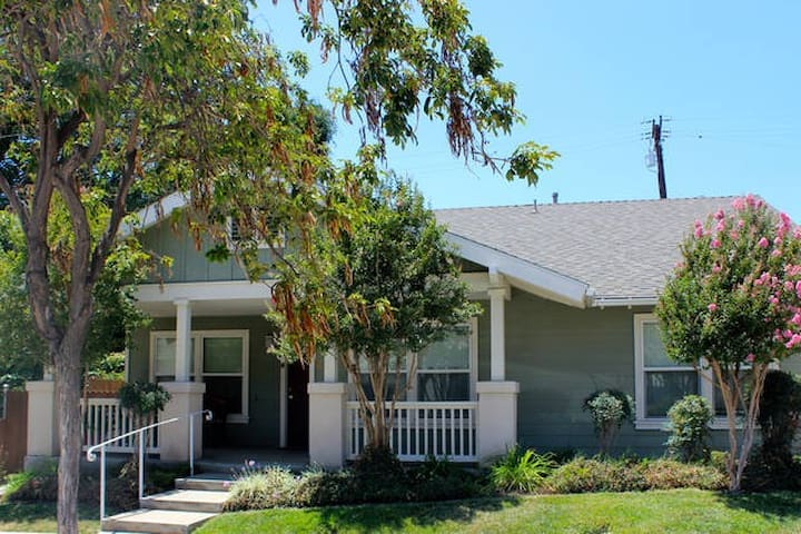 LA /WHITTIER HOUSE FOR LARGE GROUPS
