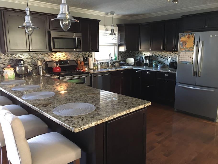Kitchen - granite counter tops, gas range