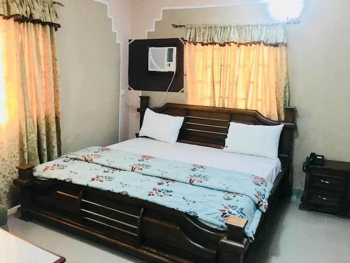Mignonette Hotel & Suites - Royal Business Suite