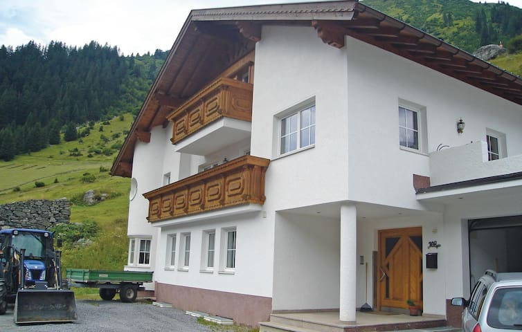 Holiday apartment with 2 bedrooms on 65 m² in Ischgl