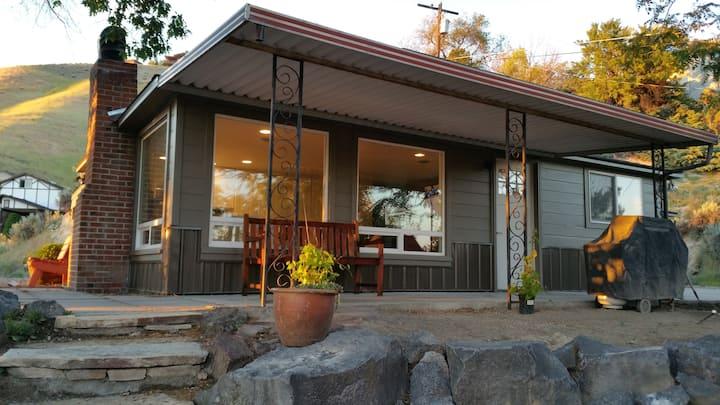 Kestrel's Perch - Hilltop Retreat