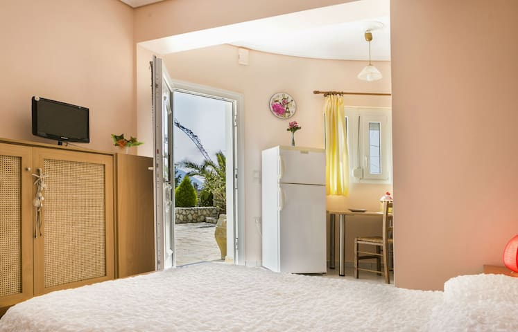 Evi's Gardens Studio Apartments