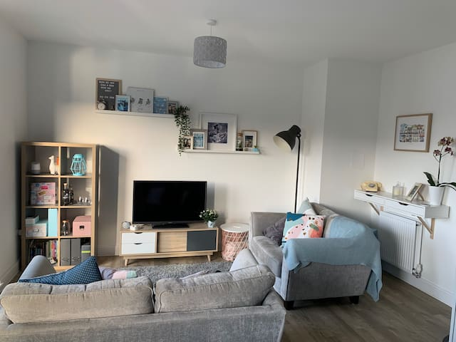 Modern Double Bedroom, close to Glasgow Airport