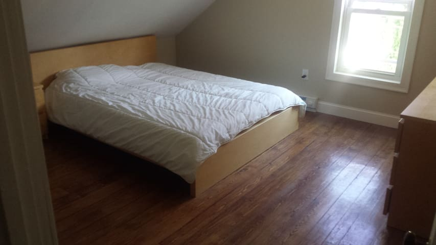little 2 bedroom 5 min walk to downtown EG - East Greenwich - Wohnung