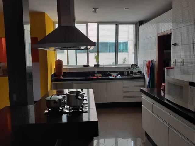 Ótimo quarto em apartamento no Luxemburgo