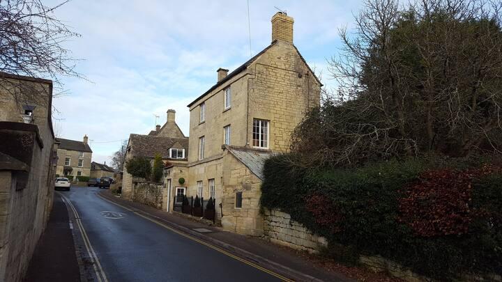 Painswick Detached Cotswold Cottage