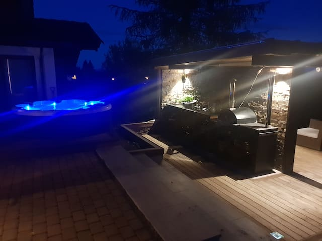 Lovely house, 290m2, jacuzzi and view ower Hamar