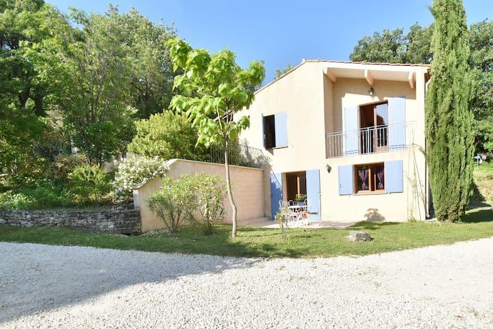 2 pièces avec piscine au calme en Drôme Provençale