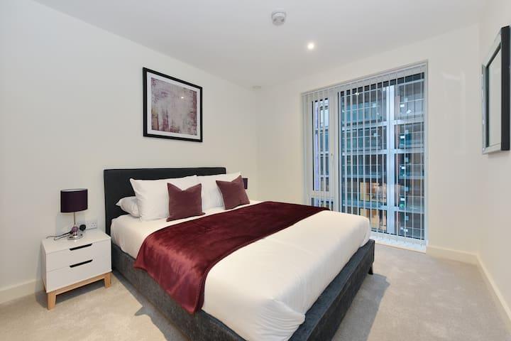 London Excel /Canary Wharf 2 bed 2 baths Apartment
