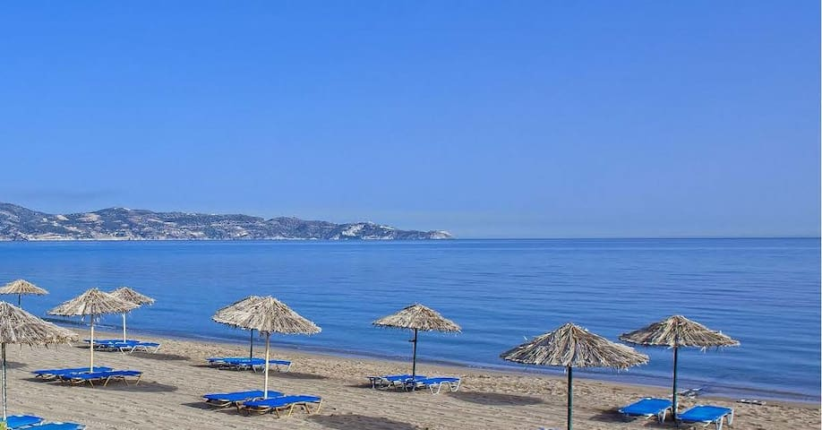 Self catering one bedroom apartments near the sea.