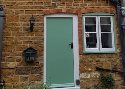 Historic self catering cottage 2 double bedrooms.