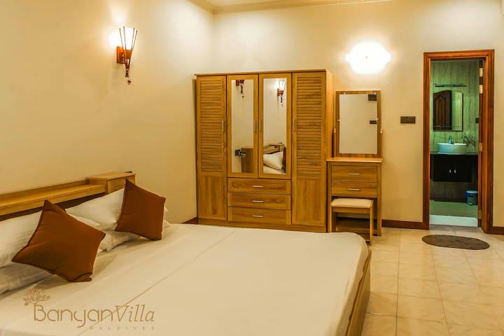 Banyan Villa Dhangethi - Jacuzzi Room