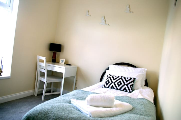 Humberstone House - Apartment 4 SINGLE - WIFI