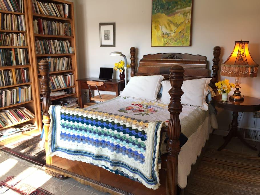 Bed & desk.