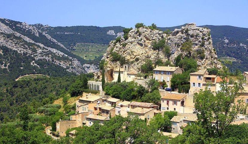 Le village de la Roque Alric