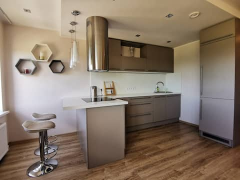 SUNSET Apartment - Brand new, Family friendly