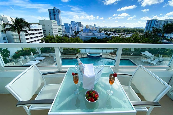 FontaineBleau Resort, Large Balcony w/ Bay View