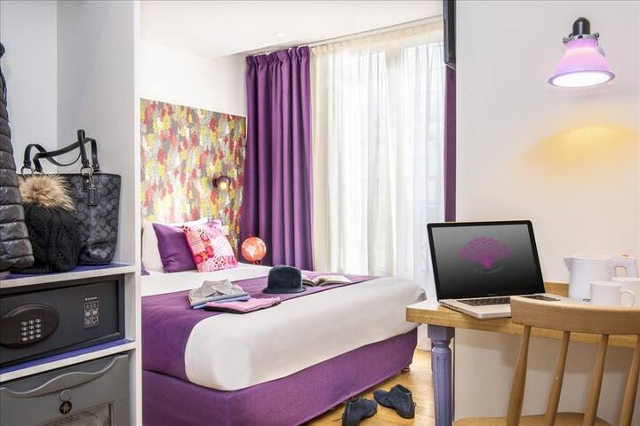 Between Opera and Montmartre arty Parisian double or twin rooms