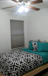 Cozy bed room with full size bed. - Centreville - Casa adossada