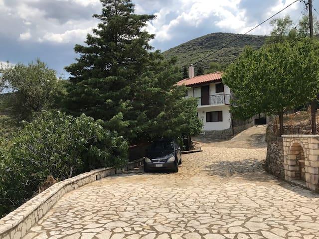 Theisoa Andritsaina . Apartment with organic garden