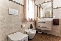 bagno suite piano primo