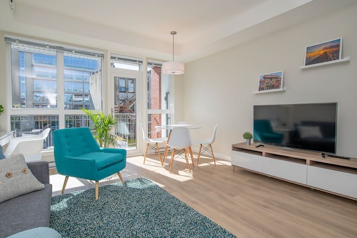 Fresh New Condo in Downtown - Walk to Everything!!
