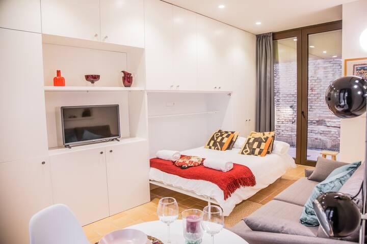 Brand New quiet studio in Seville Center
