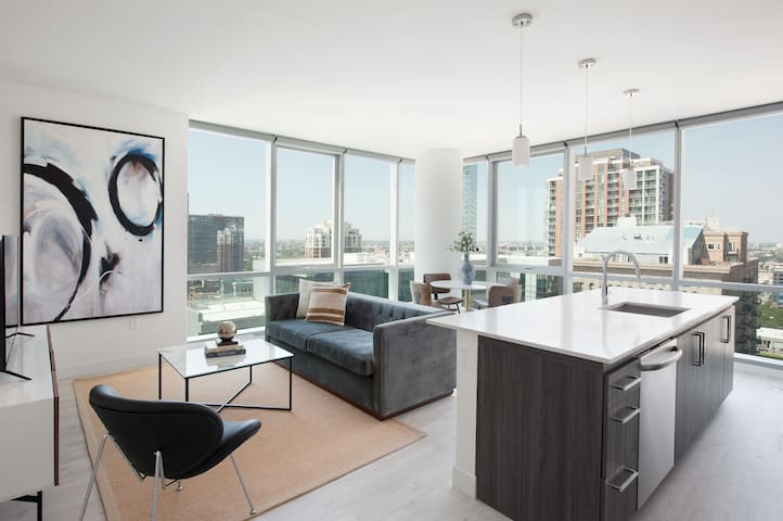 Sonder | Essex on the Park | Luxurious 1BR + View