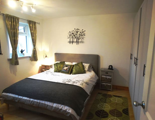 Comfortable Double Room in Detached House