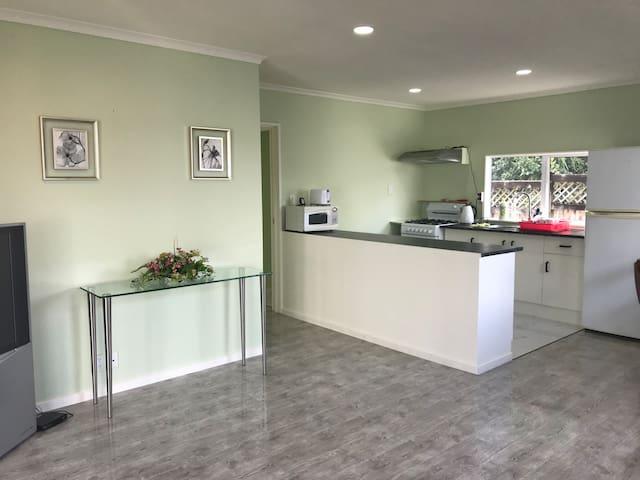 Clean rooms in quiet convinient location (2BR).