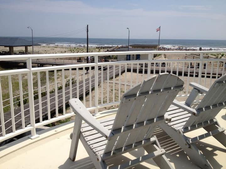 "Unreal 5bdrm Beachfront ""Beach Pad"" w/ Boardwalk Access"